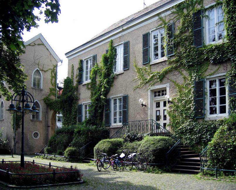 Haus Kaufen Witten Ein Haus Mit Einer Wallpapeer Mauer Pflanzen