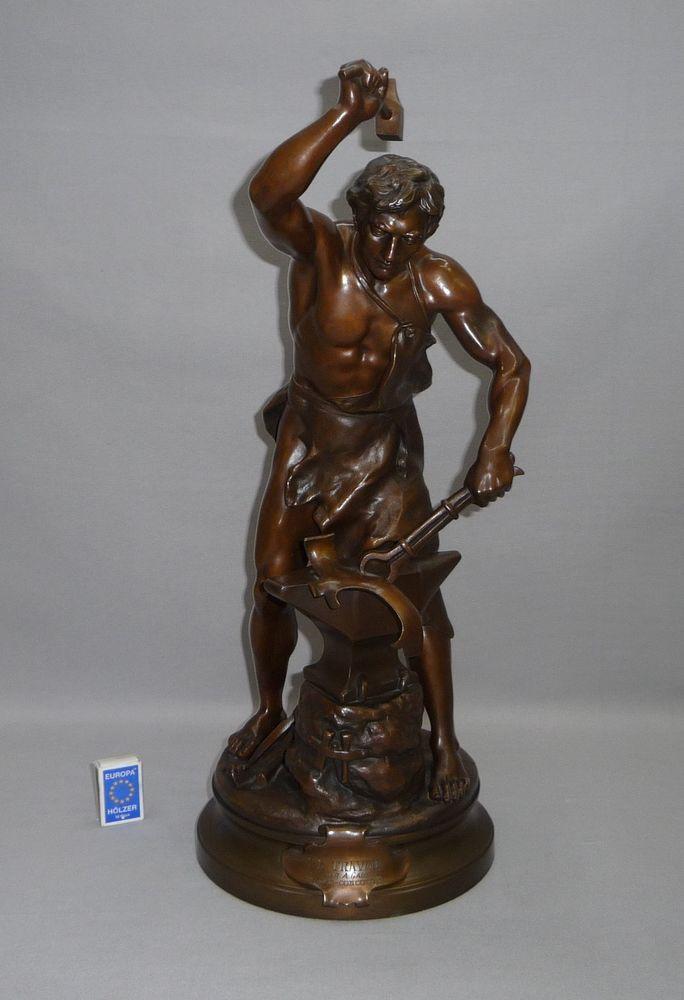 le travail bronze statue