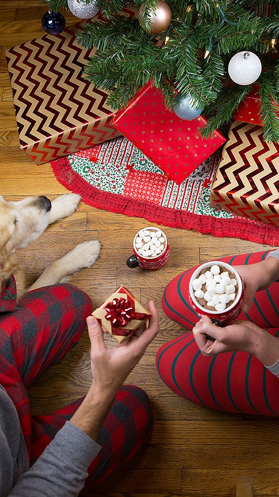 The best things come in small packages. Holiday engagement inspiration via Helzberg Diamonds #HerestoLove