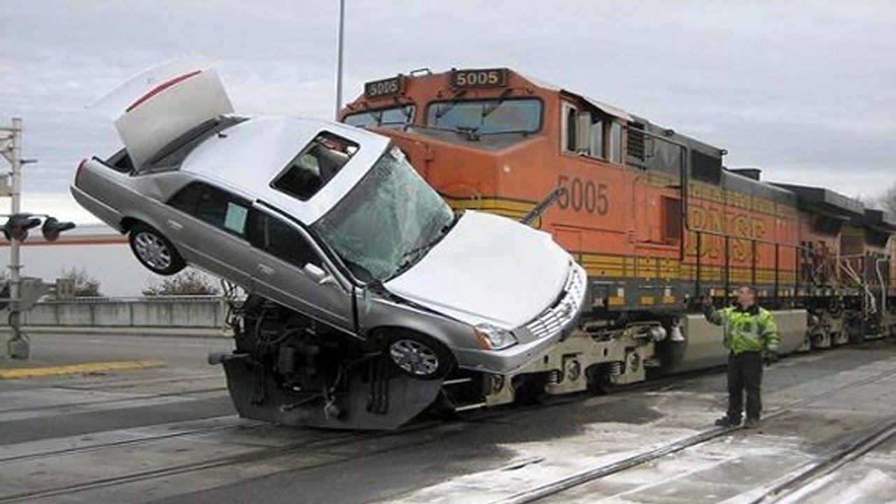 nice accidents train vs car , train crash compilation 2017