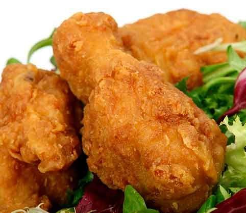 Pollo estilo Kentucky (KFC)    Pollo estilo Kentucky  ¡Hola amig@ cociner@! Hoy te traigo pollo estilo Kentucky. Seguro que alguna vez te has preguntado cómo lo hacen en el KFC. Pues bien, aquí estoy yo para resolverte la duda y ayudarte a preparar un pollo súper-crujiente