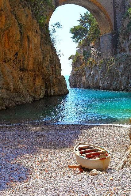 Een #bucketlist #strandje in #Italië, zo mooi, rustig en idyllisch #reisblog #reischick Vettica, Campania, Italy