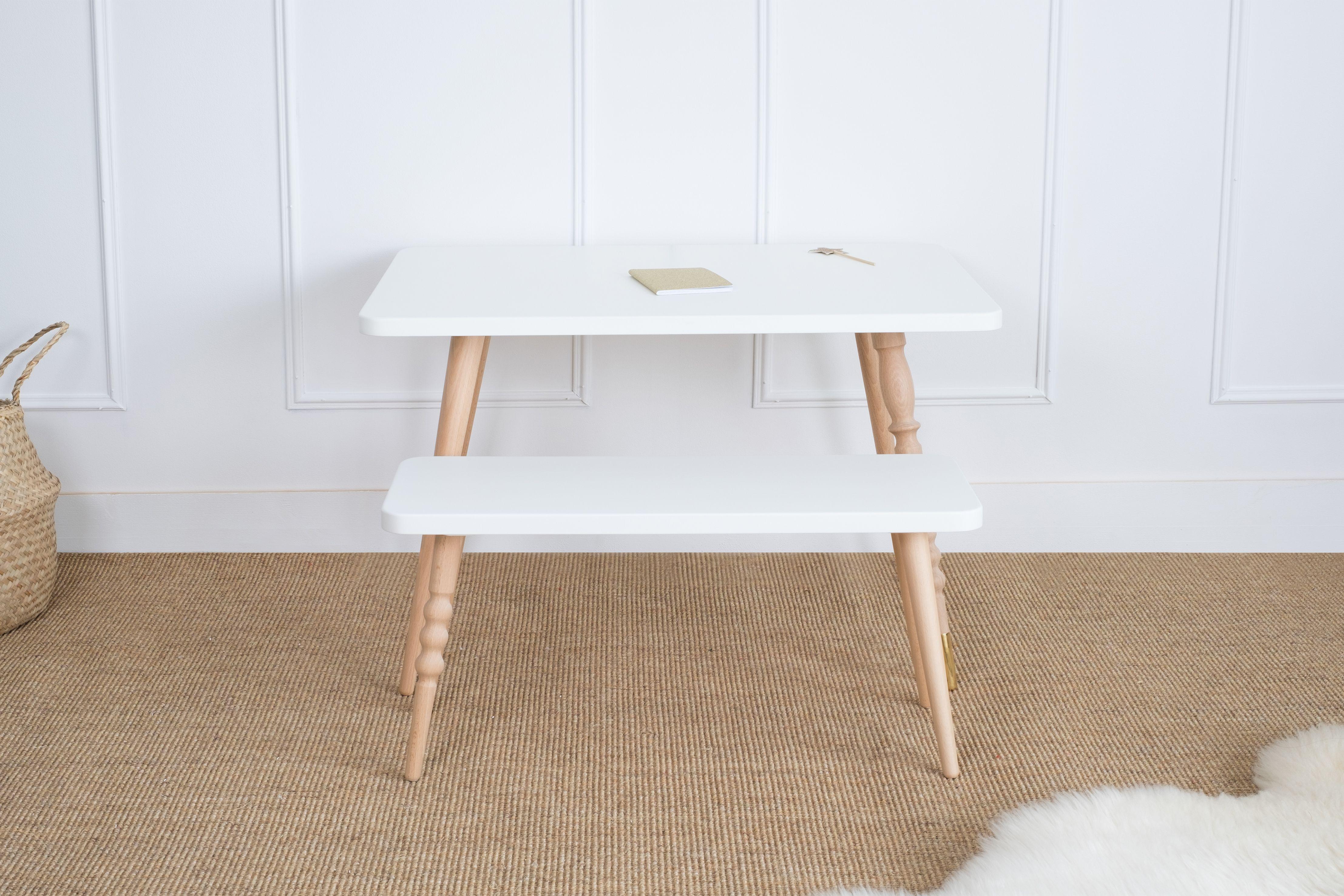 Table basse rectangle en hêtre servant de bureau pour enfant