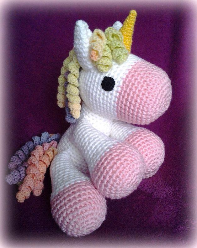 Muñeco amigurumi unicornio - crochet y ganchillo - hecho a mano en  DaWanda.es Tejidos 4d578f125c4