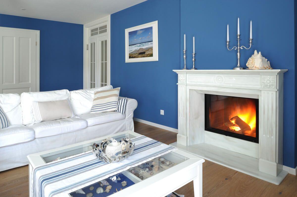 Wohnzimmer im Landhausstil mit Kamin   Einrichtung ...
