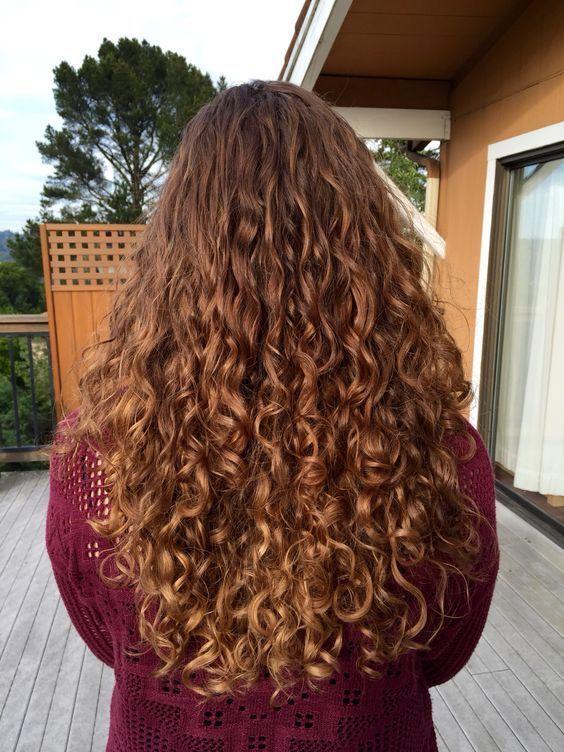 süße lockige Frisuren, lange Frisur für lockiges Haar, lockiges Haar #NaturalCurlyHa …