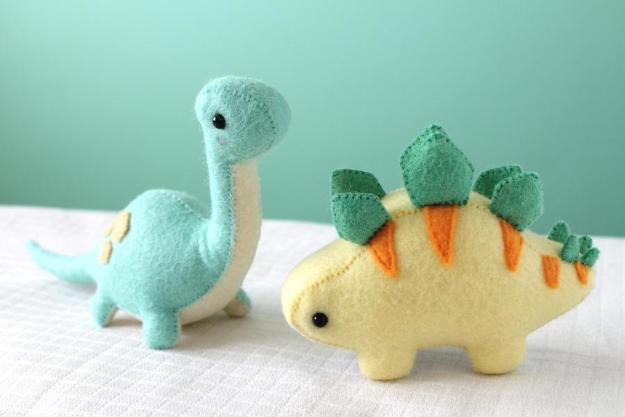 Felt Stegosaurus and Brontosaurus | Baby nähen, Nähprojekte und Karneval