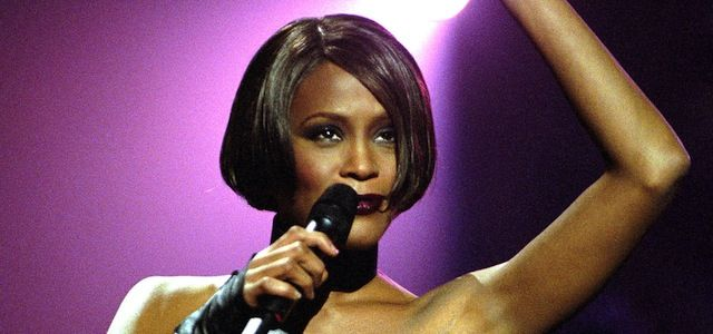Whitney Houston Short Hairstyles Who Wrote Queen Of The Night By Whitney Houston Week In Photos Whitney Houston Female Singers Whitney