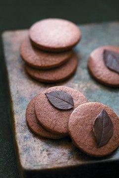 Chocolate Cookies Recipe / Biscuits aux feuilles de rose
