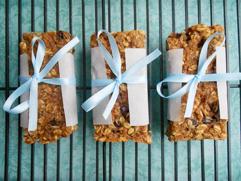 Well aren't you adorable! Healthy Banana Oat Snack Bars