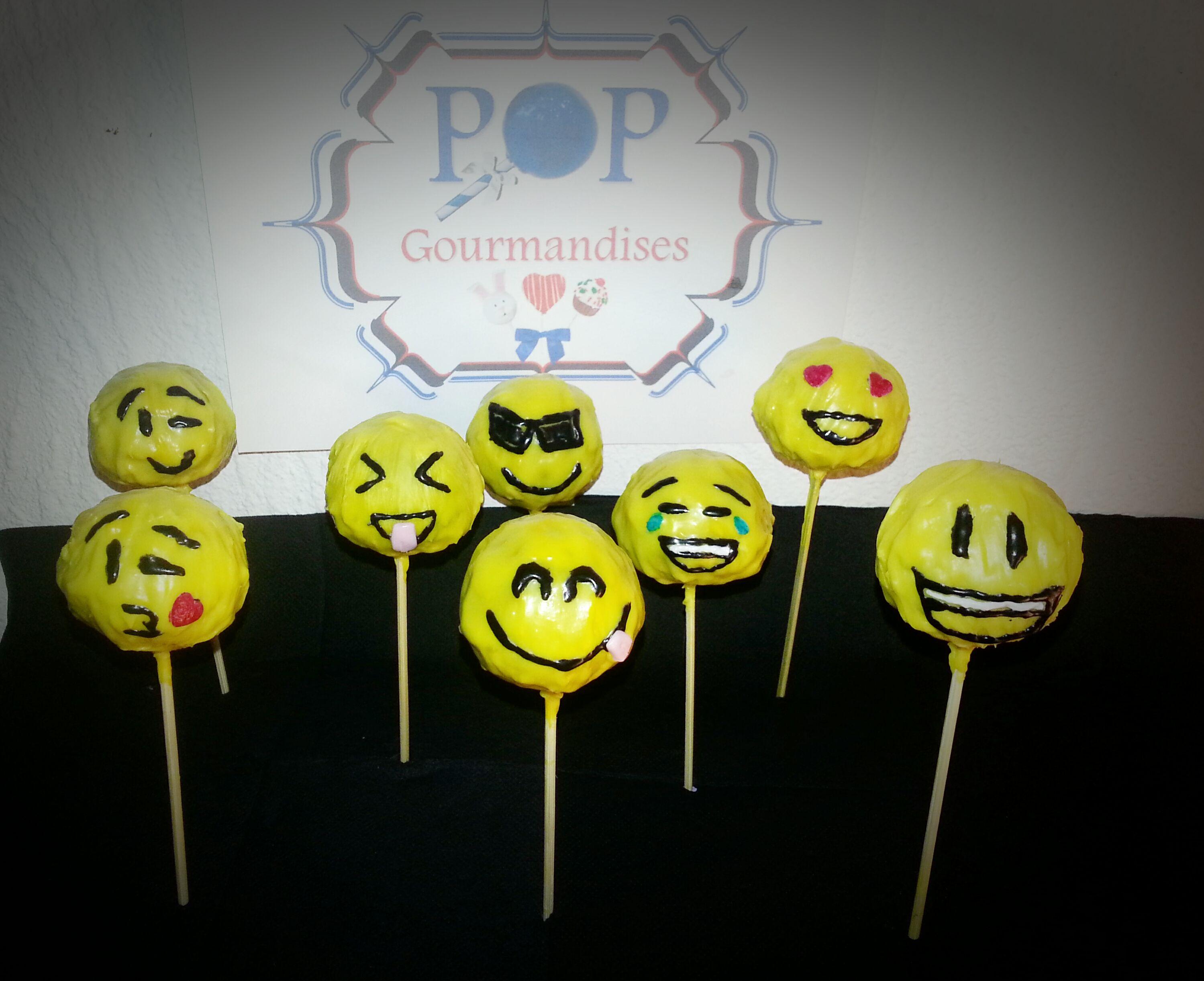 Emoji pop cakes par Pop Gourmandises #smiley #cakepops #gourmandises  Pop Cakes made in France   Disponibles sur: www.popgourmandises.com
