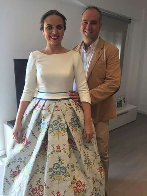 novia con seda valenciana   fiesta con tela fallera en 2019