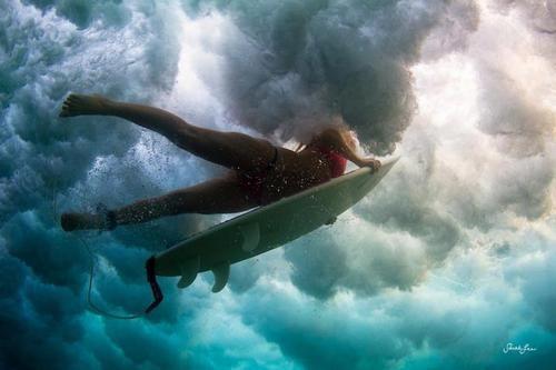 • Surfing in the clouds •  Linda está foto! Me deu uma vontade de pegar onda.