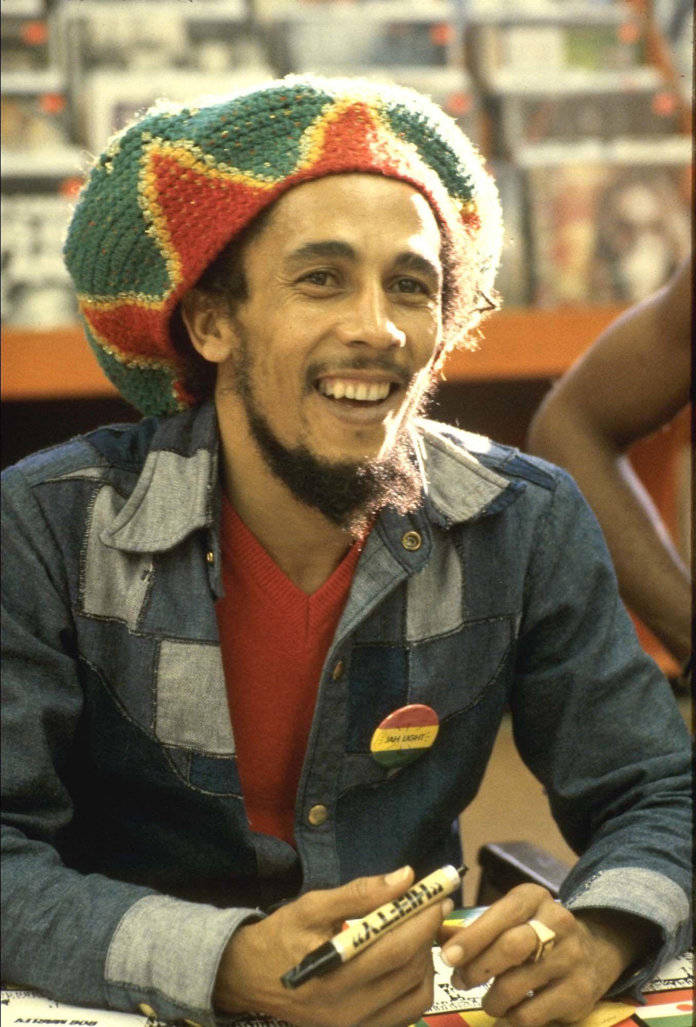Who  Bob Marley Signature hat  A slouchy knit 20c70fddf76