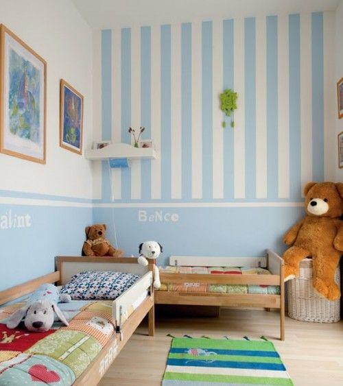 A disposição dos móveis deste quarto para #criança é