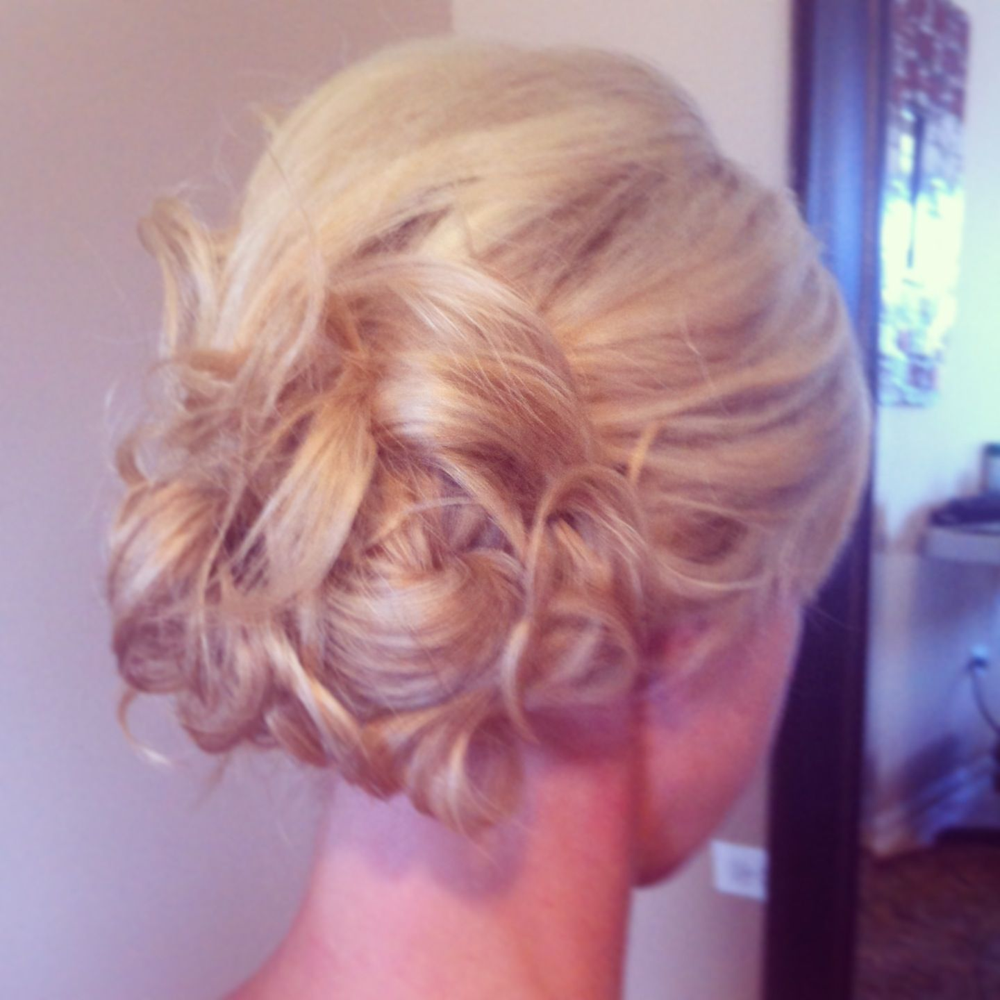 www.chicagostylelust.com low side bun with loose curls pinned up ...