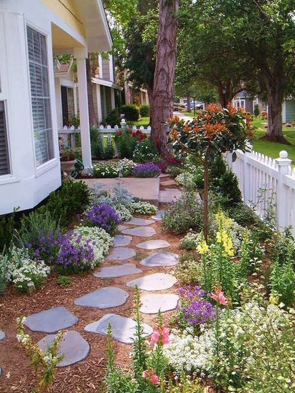 Front Yard Cottage Design Garden With Stepping Stones