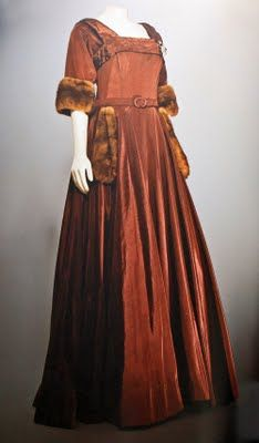 Margo Channing's party dress in All About Eve - ankle length, made of a heavy brown silk, with elbow-length cuffs & pockets at the waist, all trimmed in sable.