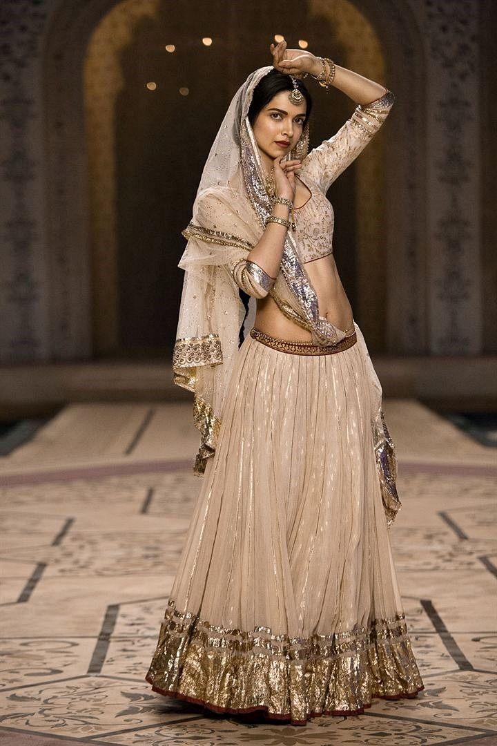 Deepika Padukone - Bajirao Mastani - Mohe rang do laal ...