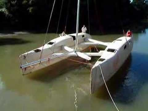 This thing is awesome. A trailerable and folding catamaran made by Cat2Fold. Brand new concept ...