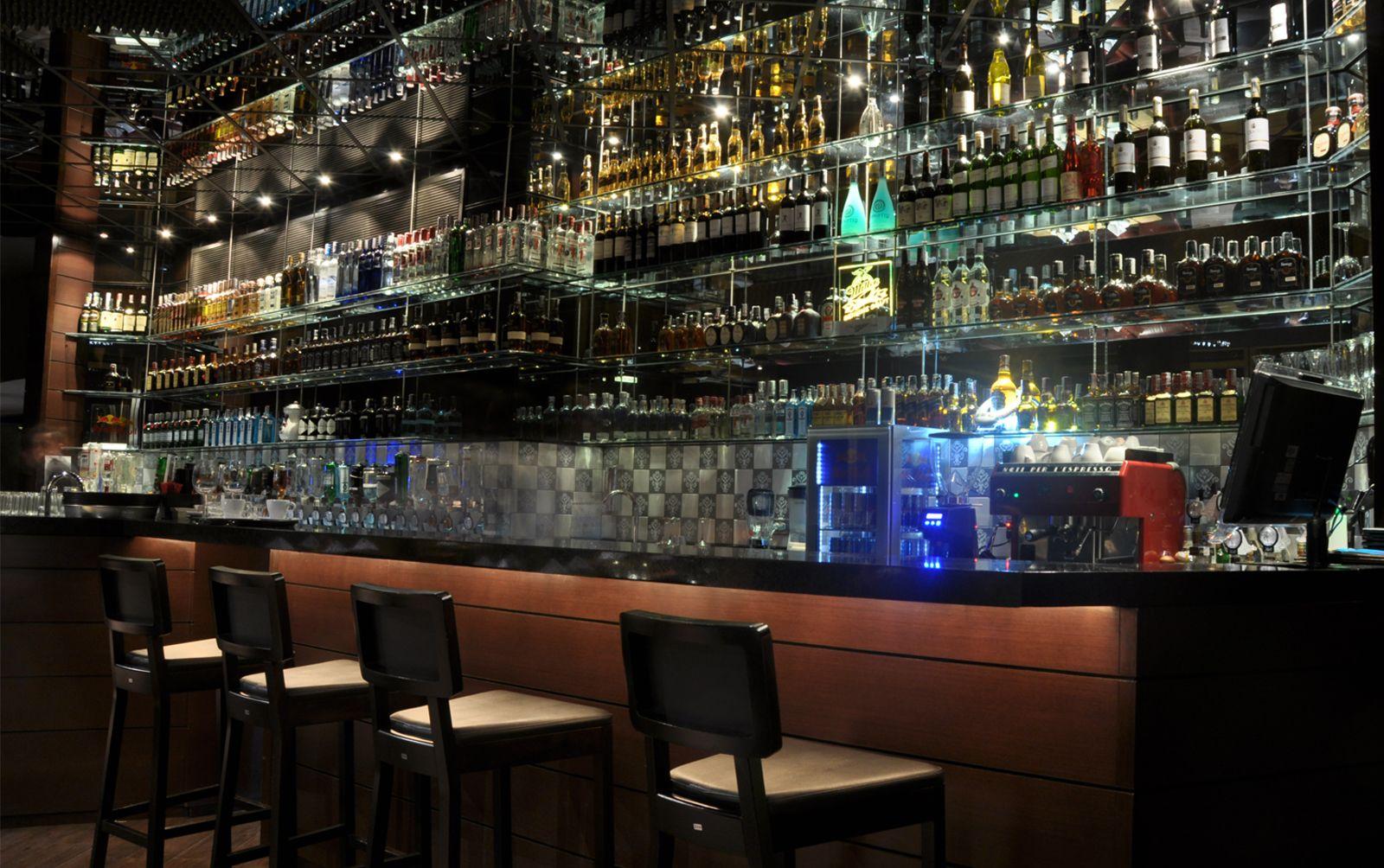 Barra de un bar elegant barra with barra de un bar fabulous led barre lumineuse bar with barra - Decorar un bar de tapas ...
