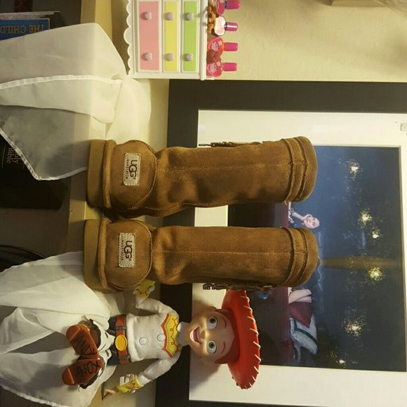 """100% authentic Kids Uggs What can I say these were my daughters Uggs. Still have a lot of life left in them. Great shape no stains rips or smells. Short Uggs. With a bit of pizazz with the sparkle of """"UGG"""". on each boot. UGG Shoes Winter & Rain Boots"""