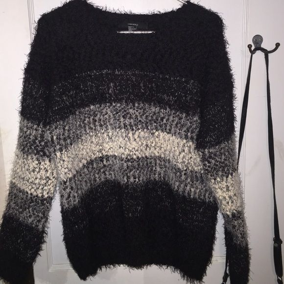 F21 Fuzzy Sweater Color block fuzzy sweater that's super thick and soft! Forever 21 Sweaters Crew & Scoop Necks