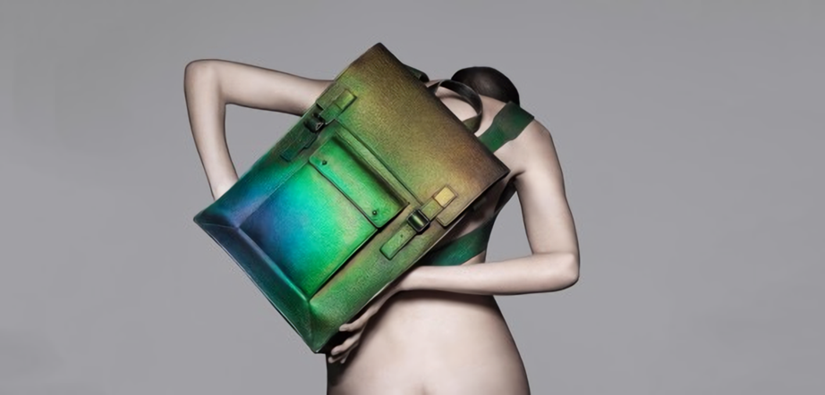 テクノロジー×ファッションの分野で、注目を集めているブランドがあります。それは、ロンドンを拠点に活動する「 THEUNSEEN(ザ アンシーン)」。 THEUNSEENは、テクノロジーを駆使した実験的で独特な世界観のファッションを生み出し続けています。
