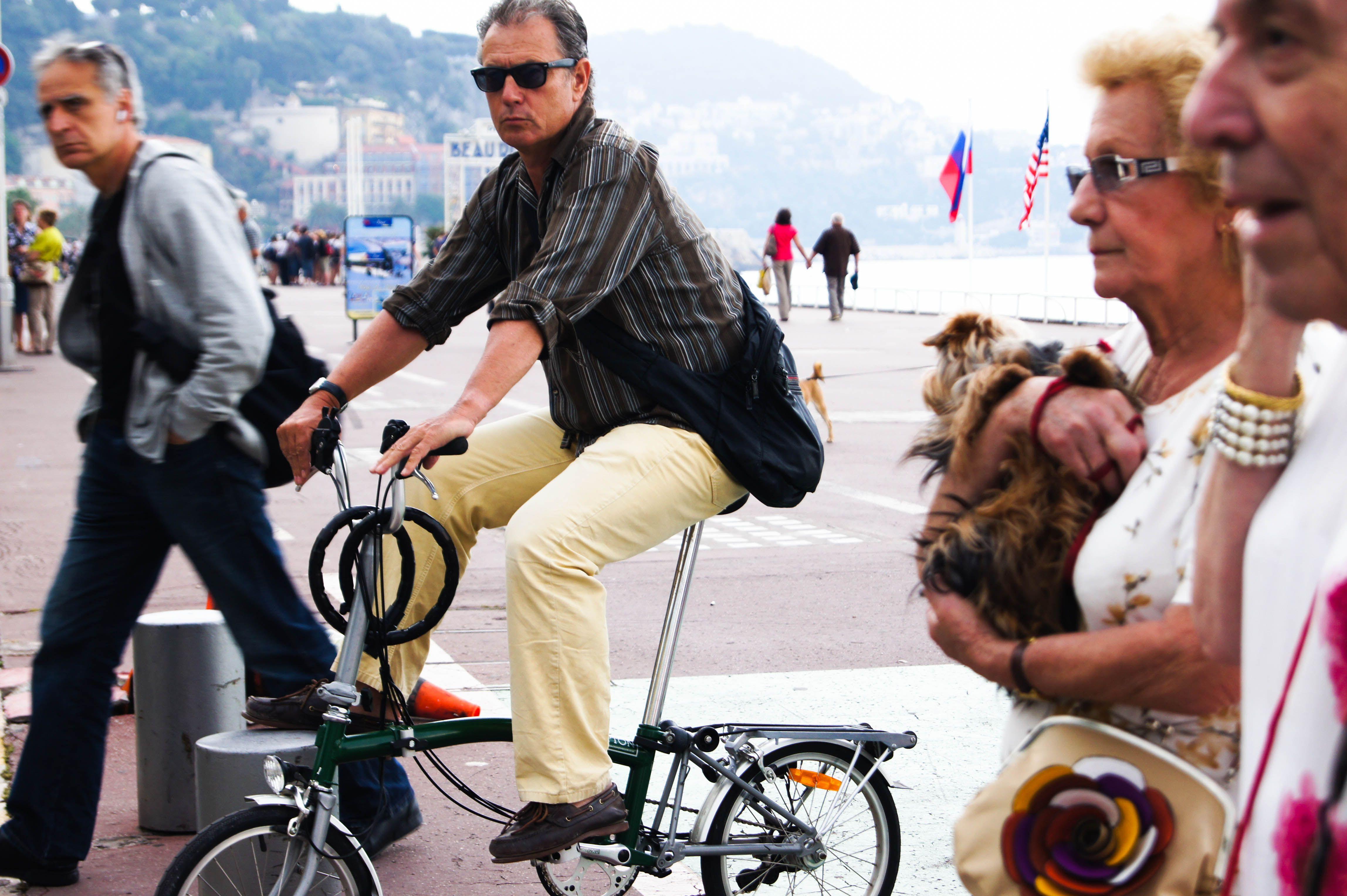 Man riding bike in Nice provence-alpes-cote d'azur - #france #nice #bikeriding #travel #streetphotography