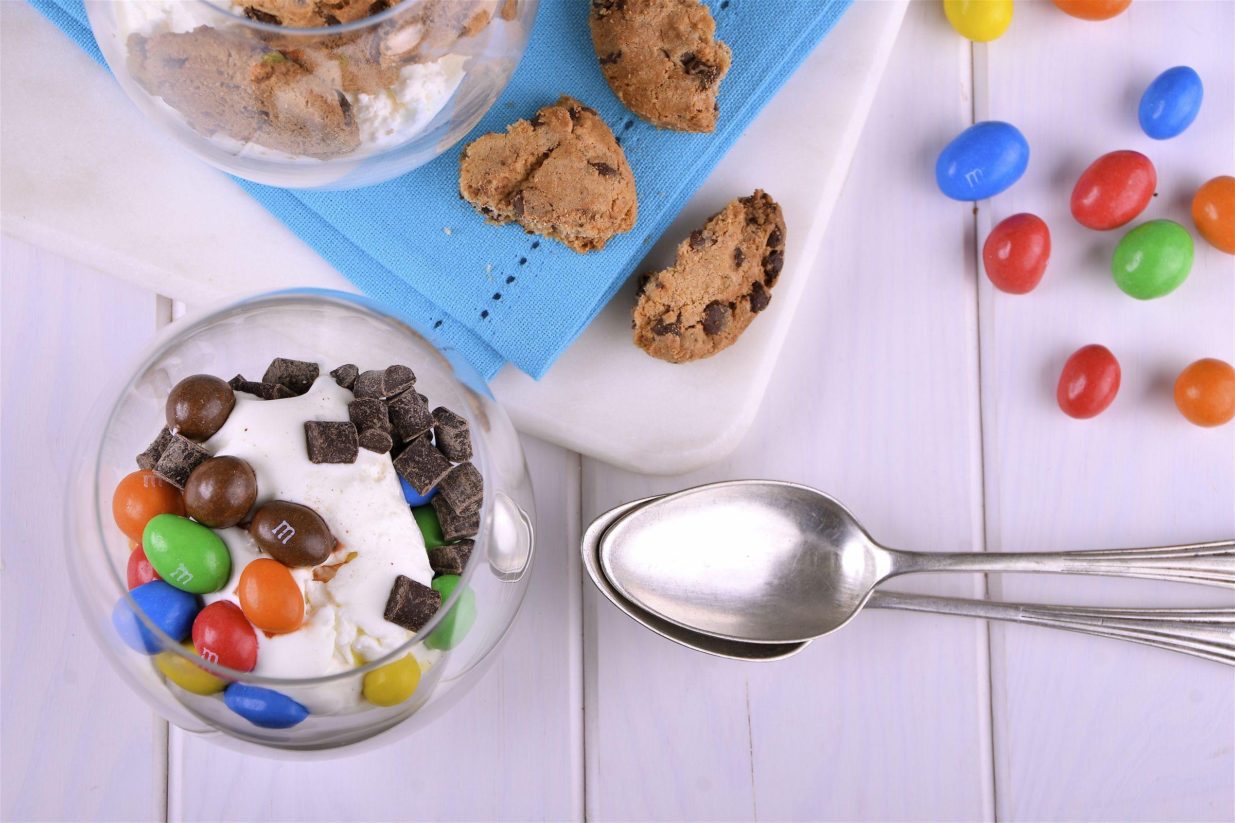 Postre ideal para los niños: crema, yogurt y toppings.  http://elgour.me/1MLq78y  #elgourmet #TuCanalDeCocina #Dulces