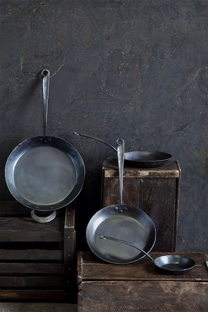 Blu skillet iron ware.  Made of blue carbon steel.