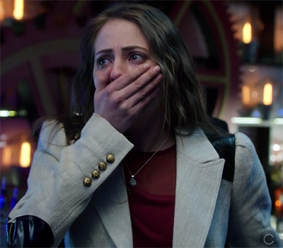 Thea's white blazer with leather elbow patches on Arrow.  Outfit Details: http://wornontv.net/13855/ #Arrow