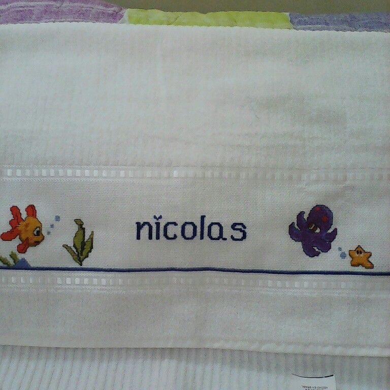 Toalla bordada en punto de cruz ajuar de bebe pinterest toallas bordadas toallas y punto - Cenefas punto de cruz para toallas de bano ...