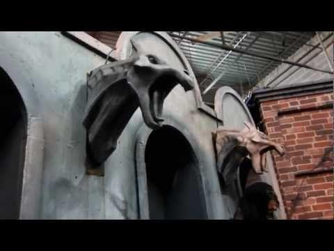 HALLOWEEN DECORATIONS - SMOKING WALL GARGOYLE - ANIMATED HALLOWEEN - how to make halloween decorations youtube