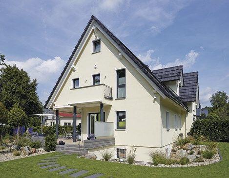Extravagantes Einfamilienhaus Mit Satteldach Architektur Garage