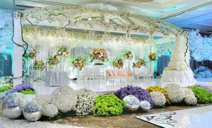 Lovely white and wood indoor wedding decoration project by padma lovely white and wood indoor wedding decoration project by padma hotel bandung httpbridestorypadma hotel bandungprojectsholly matri junglespirit Images