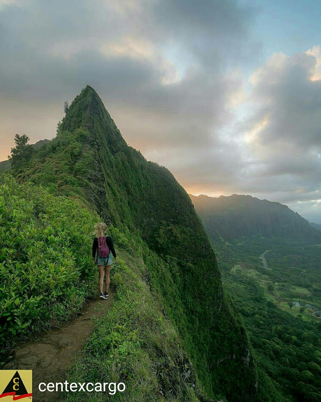 Hiking in Oahu Hawaii Top of the morning, Oahu hawaii