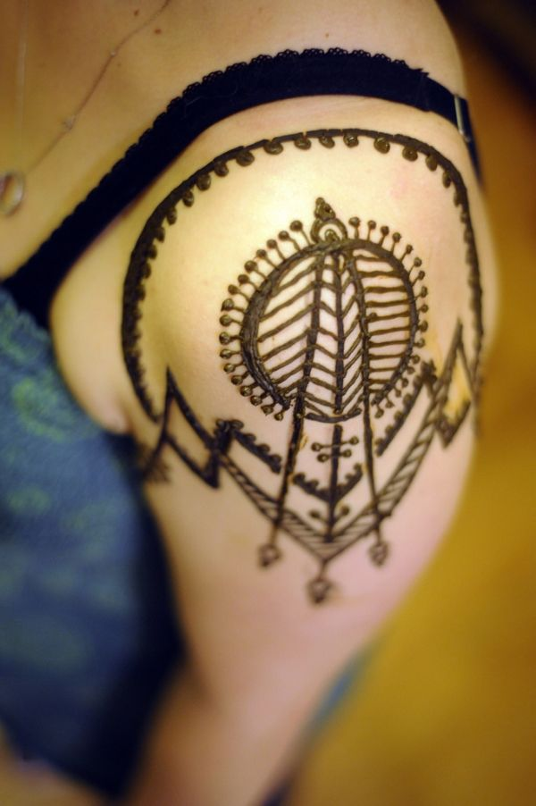 Inflicting Ink Tattoo Henna Themed Tattoos: Henna Tattoos: 25 Excellent & Different Designs With