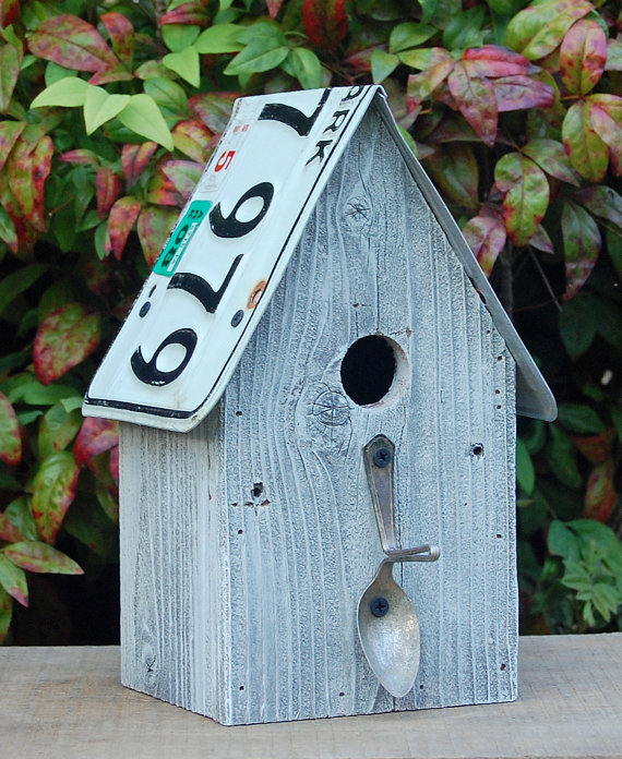 Birdhouse recycled license plates barnwood spoon for Different bird houses