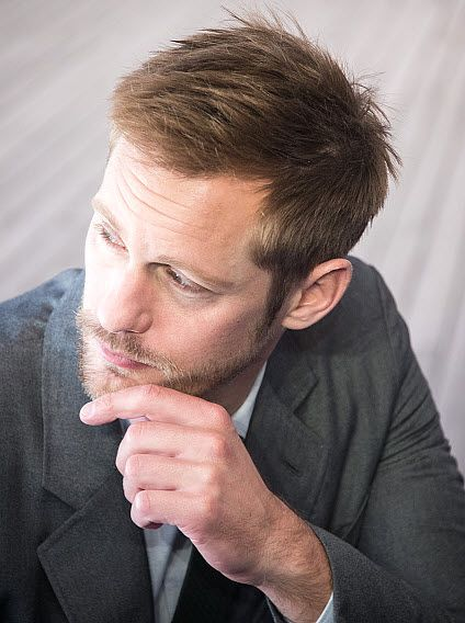 The Alexander Skarsgard Library  - Photo set III: Close-ups of Alex promoting War on...