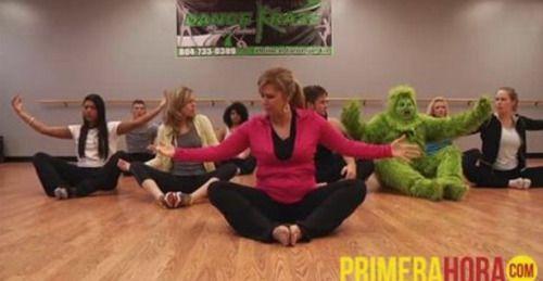 [VÍDEO] Cómo el #Grinch se relaja haciendo yoga?...