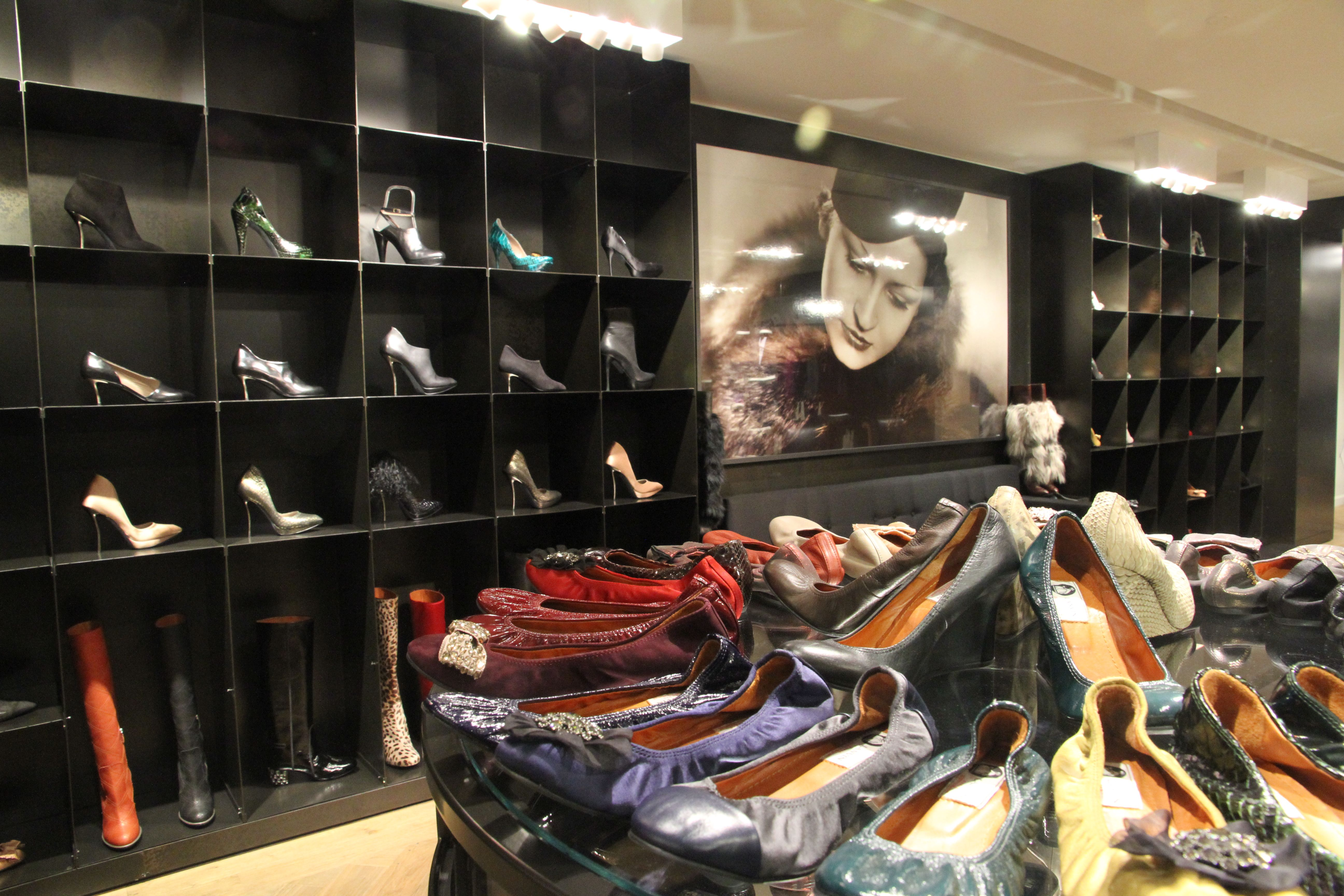 lanvin rue du faubourg store paris created by www. Black Bedroom Furniture Sets. Home Design Ideas