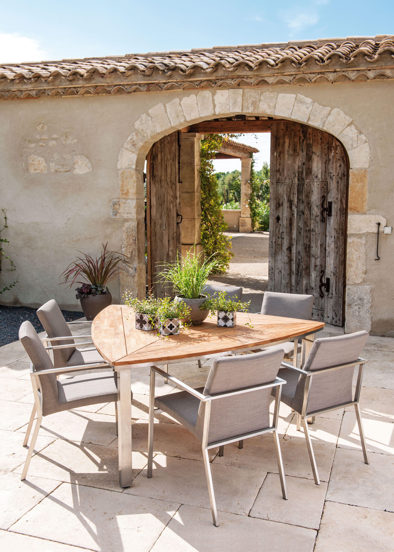 la table triangulaire une touche originale vivre au jardin jardins meuble jardin et. Black Bedroom Furniture Sets. Home Design Ideas