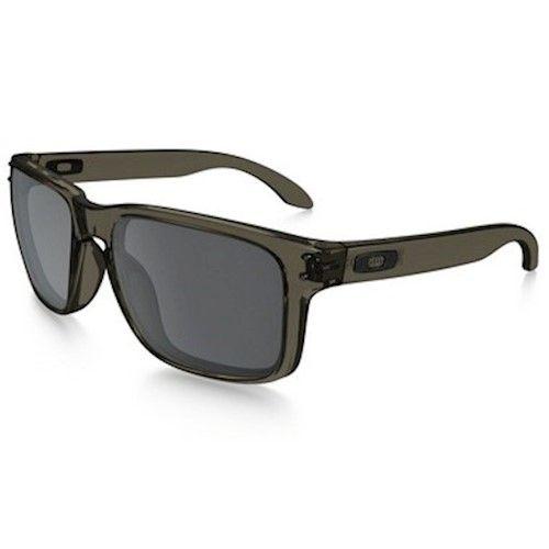 O famoso óculos holbrook da oakley tem armação em acetato transparente  preto, moderno e esportivo 4c3ba124b9