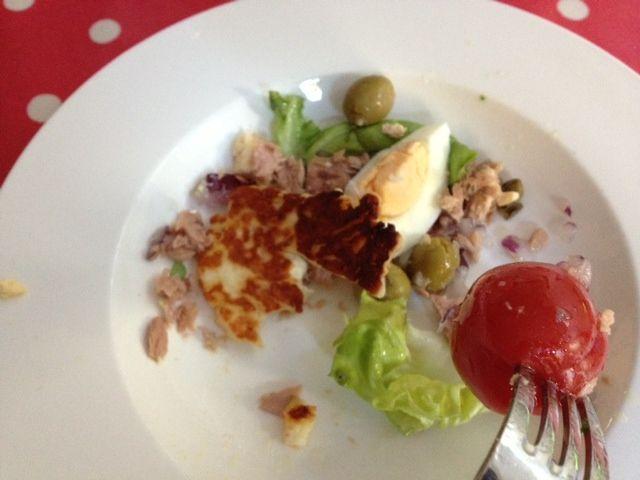 tuna nicoise with fork