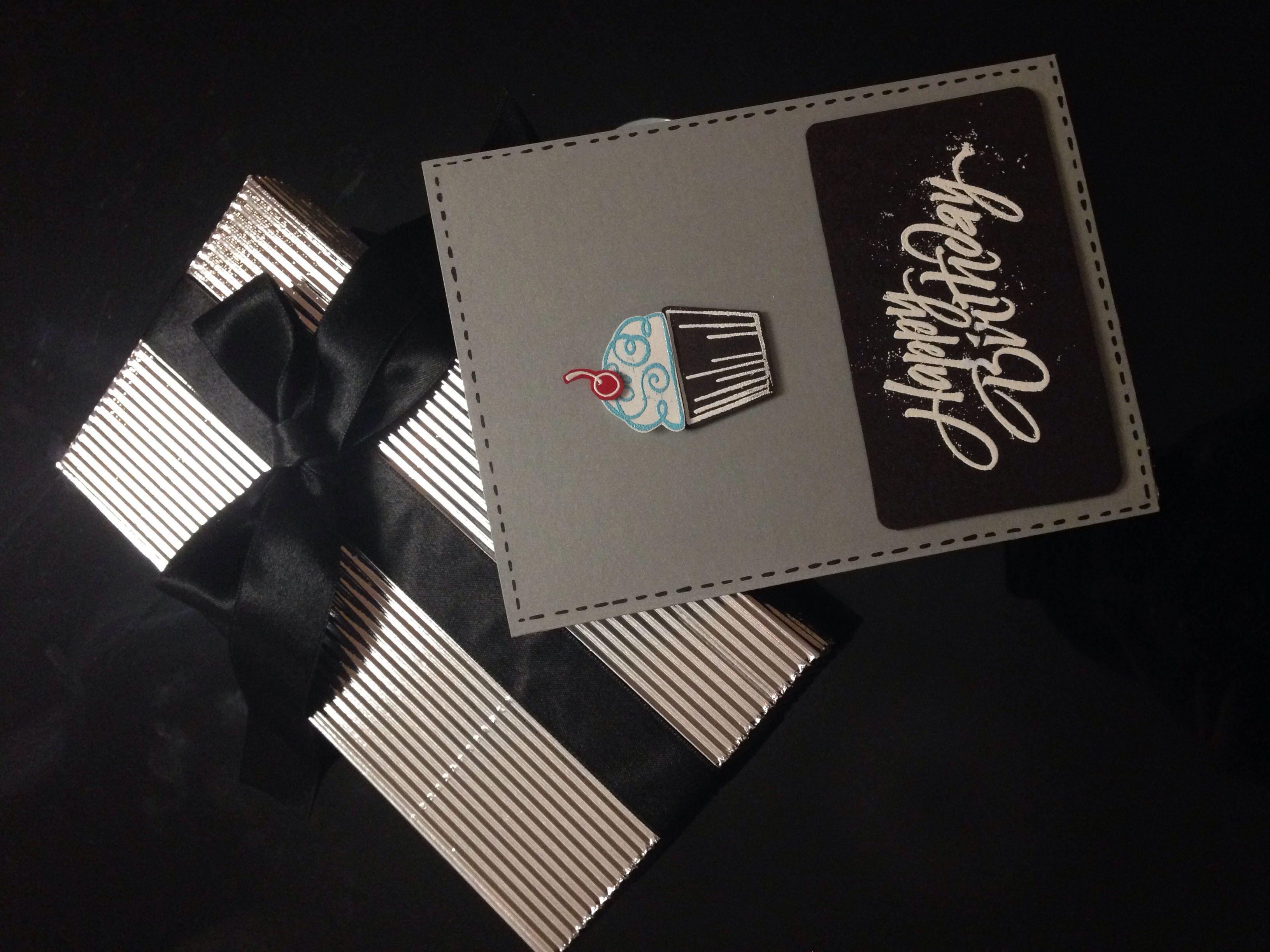 Tarjeta cumpleaños hombre y caja de regalo !!! Muy sobrio y elegante ...