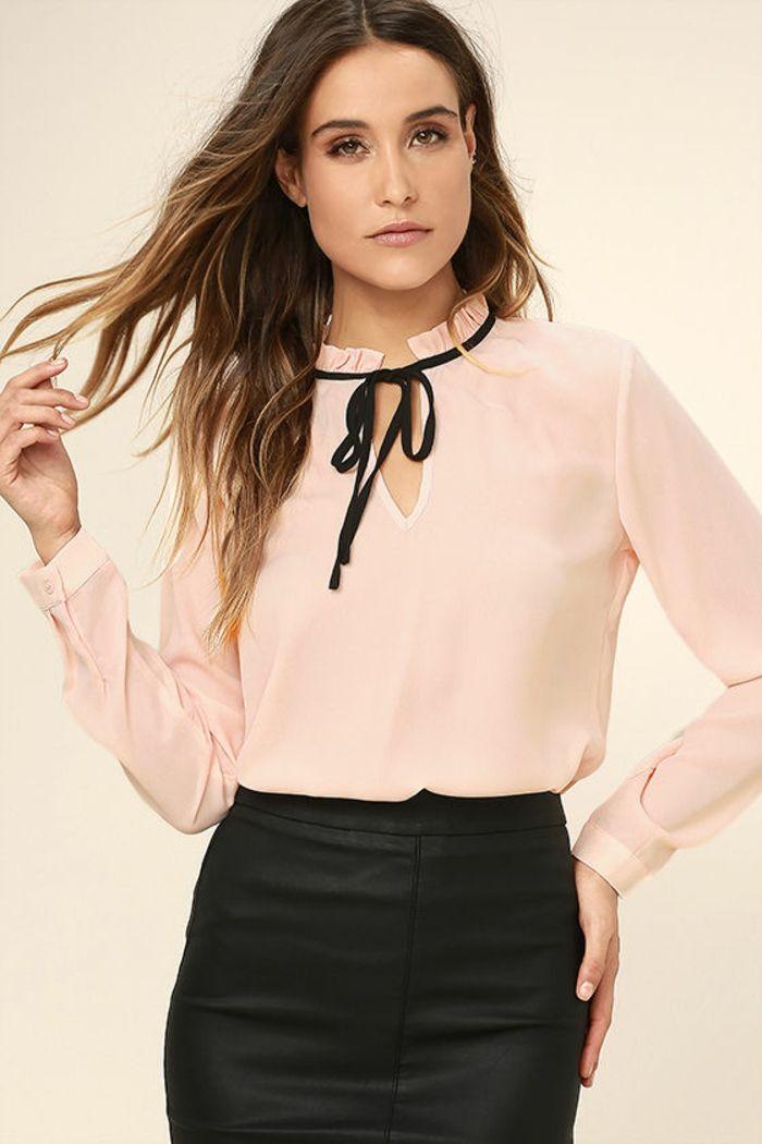 c15d8d279d0 tenue chic et choc en rose et noir avec noeud papillon noir sur la blouse