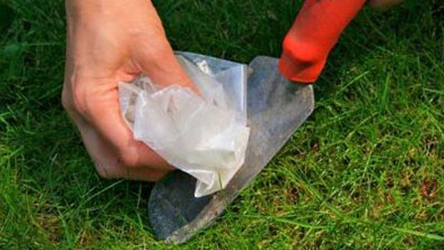 Clean your garden tools with wax paper.