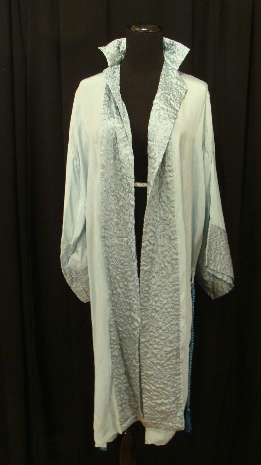 b6107f73dd7 VINTAGE LUXE AND LAVISH ART DECO BLUE SATIN CREPE QUILTED ROBE w ...