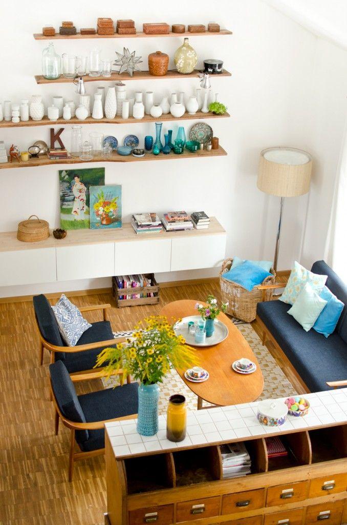 Wohnzimmer im skandinavischen 60er Jahre mid-century Stil mit ...